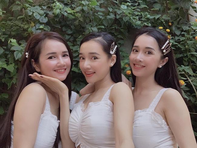 Chị em nhà Nhã Phương xinh đẹp vẹn toàn, chăm làm điệu và diện đồ giống nhau khi đứng chung 1 khung hình-1