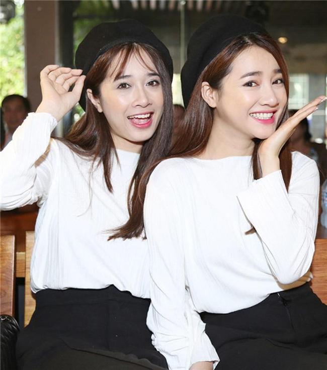 Chị em nhà Nhã Phương xinh đẹp vẹn toàn, chăm làm điệu và diện đồ giống nhau khi đứng chung 1 khung hình-3