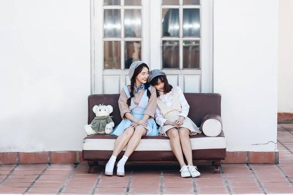 Chị em nhà Nhã Phương xinh đẹp vẹn toàn, chăm làm điệu và diện đồ giống nhau khi đứng chung 1 khung hình-6