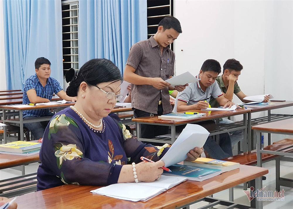 63 tuổi hăm hở làm sinh viên năm 3-5