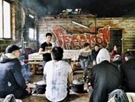 Vietnam City ở Pháp: Ban ngày nấu ăn, đêm đến nhảy xe container