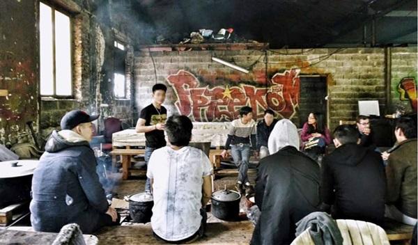 Vietnam City ở Pháp: Ban ngày nấu ăn, đêm đến nhảy xe container-4