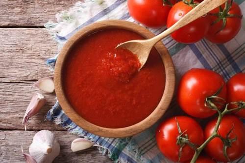 """Trước khi ngủ thoa vài giọt nước cà chua lên mặt, nám, tàn nhang cứ thế tự động bốc hơi""""-4"""
