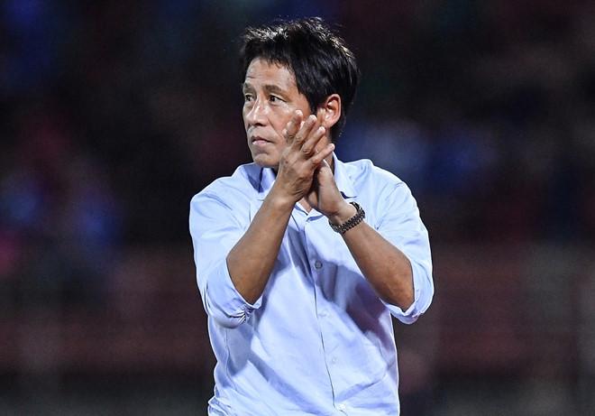 Toan tính trái ngược của thầy Park và HLV Nishino-2