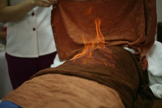 """Tá hỏa"""" với phương pháp đốt lửa lên mặt để làm đẹp da: Chuyên gia lý giải tường tận thông tin ai nghe xong cũng giật mình-4"""