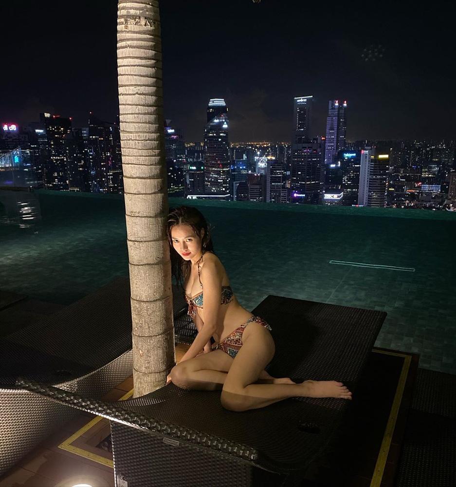 Ninh Dương Lan Ngọc khoe ảnh bikini nóng bỏng nhưng vòng 2 đã bắt đầu ngấn mỡ-2