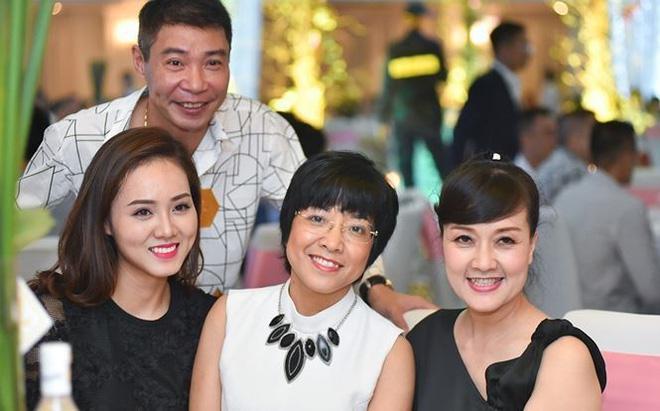 Những sao Việt có bạn gái nóng bỏng kém chục tuổi-9