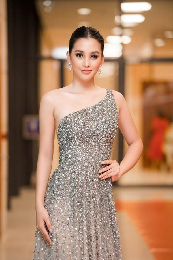 Xinh đẹp tựa nữ thần, Tiểu Vy đánh bật dàn sao đình đám giành giải Best Dress-1