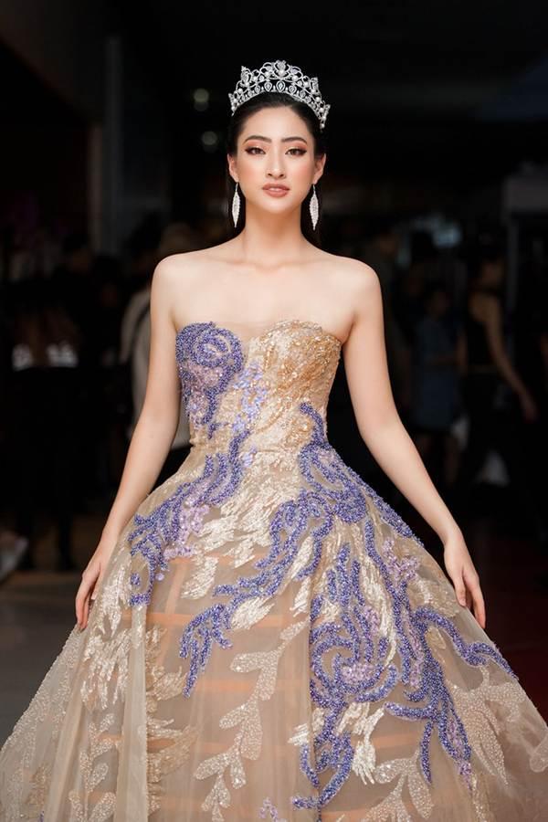 Xinh đẹp tựa nữ thần, Tiểu Vy đánh bật dàn sao đình đám giành giải Best Dress-12