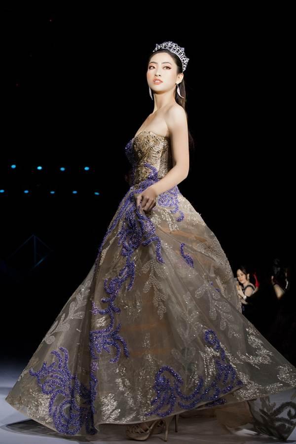Xinh đẹp tựa nữ thần, Tiểu Vy đánh bật dàn sao đình đám giành giải Best Dress-13
