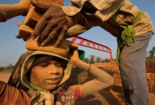 Người nghèo kiếm đâu tiền tỉ để trả cho việc trốn ra nước ngoài lao động trái phép? Đó là khi câu chuyện nô lệ thời hiện đại bắt đầu-3