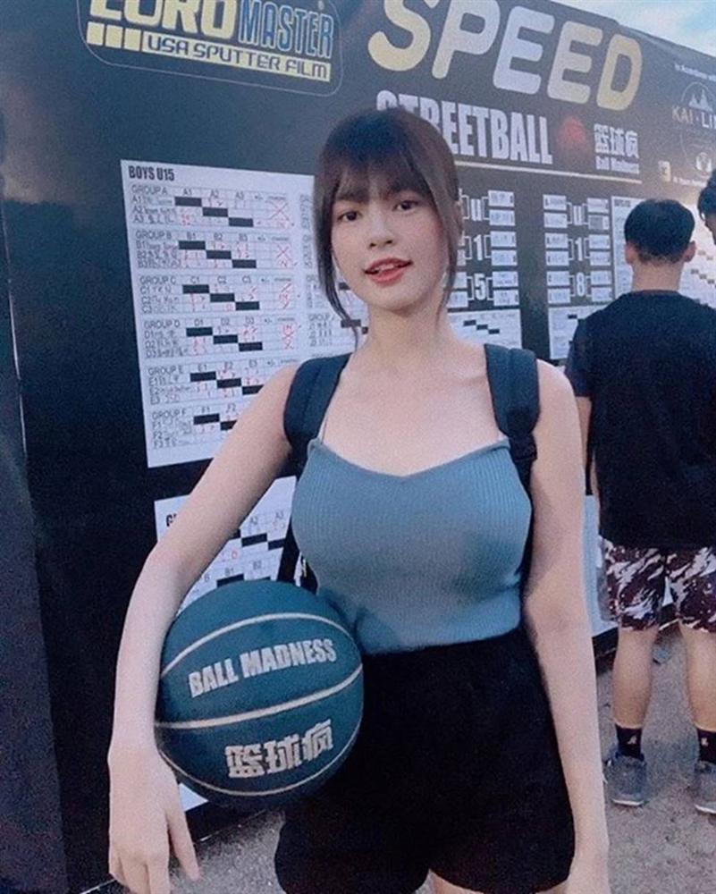 Nữ thần bóng rổ khiến ai cũng ngẩn ngơ vì vòng một quá nóng bỏng-1