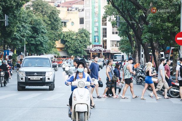 Người Hà Nội nói gì trước đề xuất cấm phương tiện lưu thông quanh Hồ Hoàn Kiếm trong 1 tháng?-5