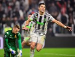Con trai Ronaldo gây chú ý vì hiệu suất ghi bàn-2