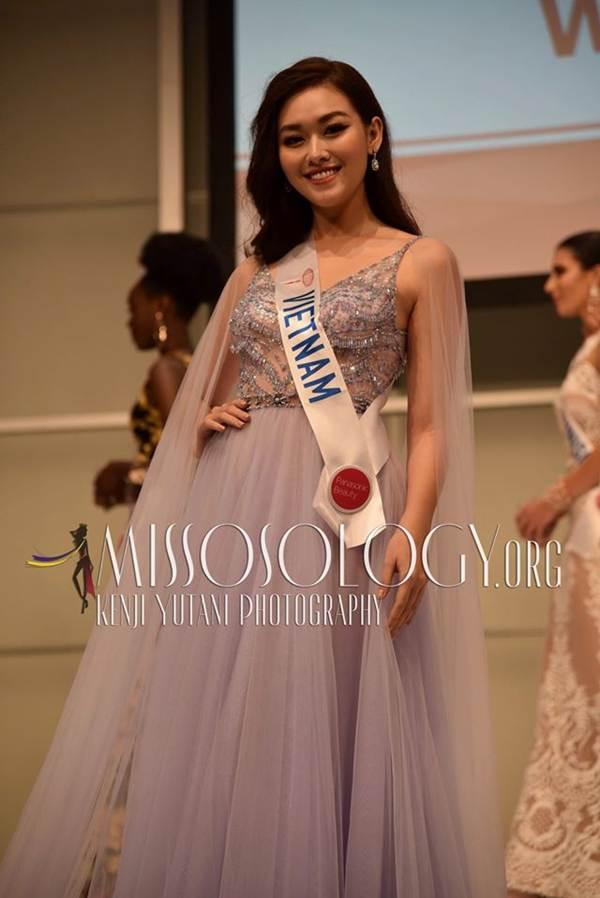 Tường San xinh đẹp đọ sắc cùng đương kim Hoa hậu Quốc tế ở họp báo-1