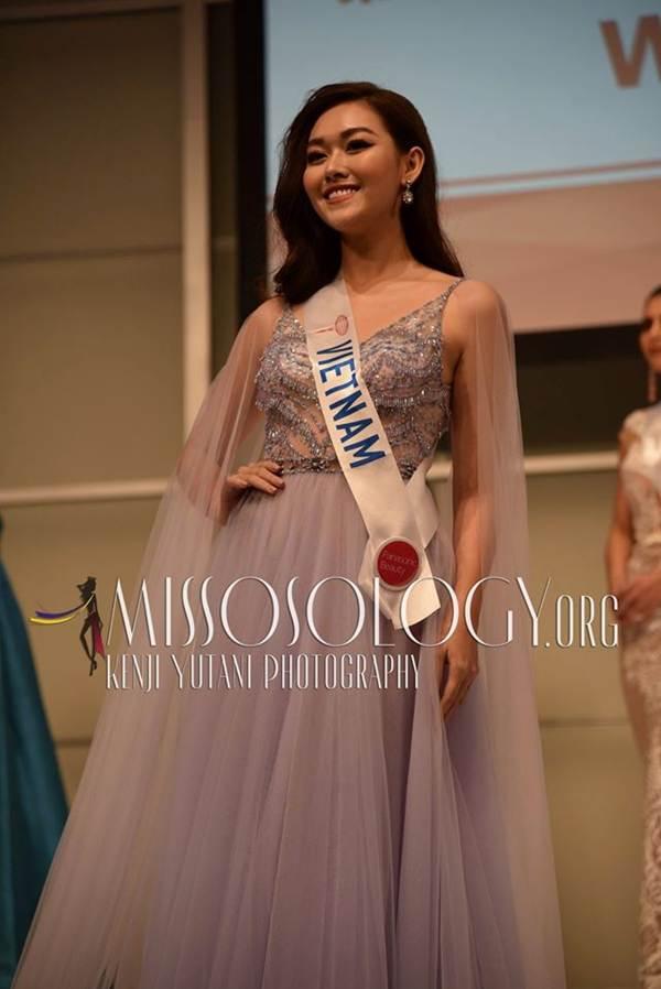 Tường San xinh đẹp đọ sắc cùng đương kim Hoa hậu Quốc tế ở họp báo-2