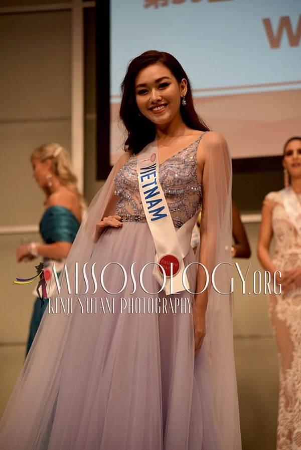 Tường San xinh đẹp đọ sắc cùng đương kim Hoa hậu Quốc tế ở họp báo-3