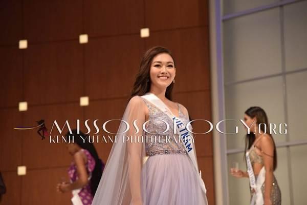 Tường San xinh đẹp đọ sắc cùng đương kim Hoa hậu Quốc tế ở họp báo-4