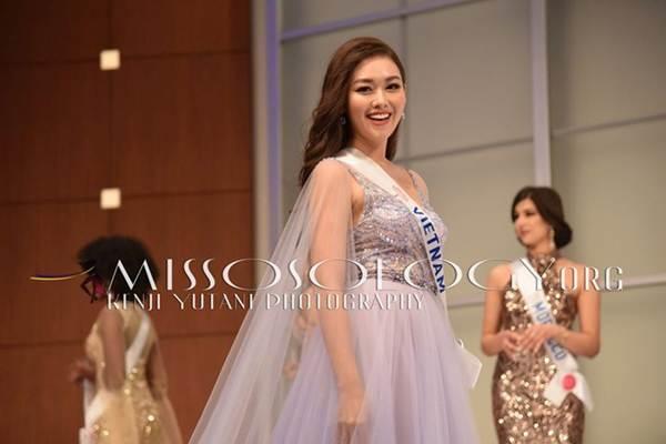 Tường San xinh đẹp đọ sắc cùng đương kim Hoa hậu Quốc tế ở họp báo-5
