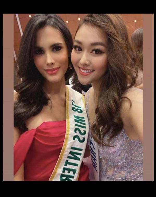 Tường San xinh đẹp đọ sắc cùng đương kim Hoa hậu Quốc tế ở họp báo-7