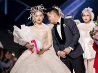 Thiếu gia Phillip Nguyễn tặng hoa, muốn hôn Linh Rin trên sân khấu
