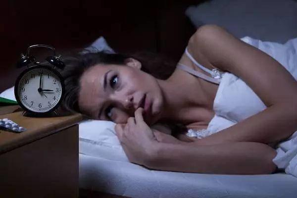 Một thói quen trước khi đi ngủ khiến vợ chồng khó có thai, trẻ dậy thì sớm dễ ốm đau-2
