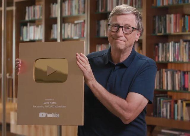 """Bill Gates khoe video mở hộp nút vàng"""" Youtube-1"""