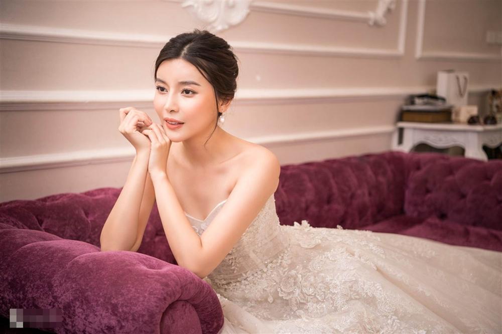 Cao Thái Hà khoe dáng với váy cúp ngực ở hậu trường-1