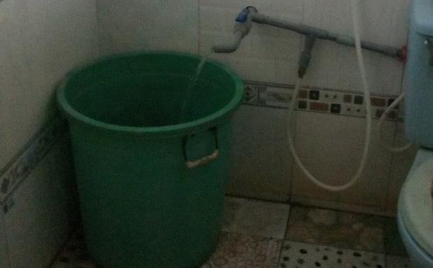 Người mẹ bàng hoàng khi phát hiện xác con gái 3 tuổi trong bồn nước-1
