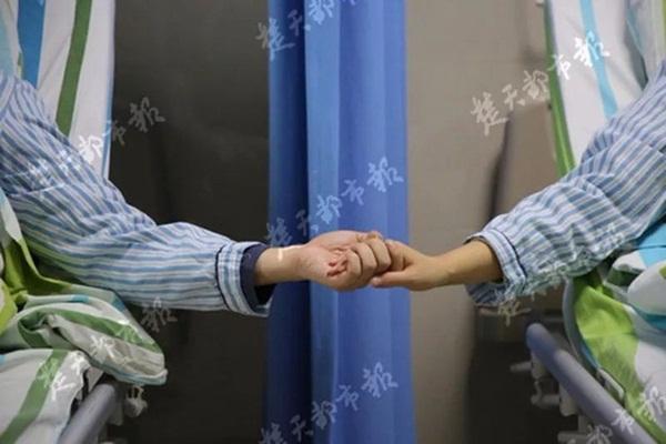 2 vợ chồng phát hiện ung thư cùng 1 lúc: Bác sĩ khẳng định nguyên nhân là món ăn tiện lợi và rẻ bèo mà nhiều gia đình thích-2