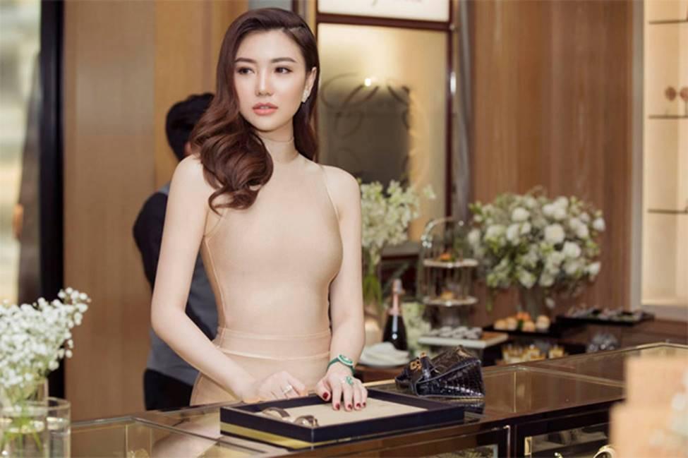2 hoa hậu Việt lấy chồng tỷ phú hơn 18, 19 tuổi giờ ra sao?-14