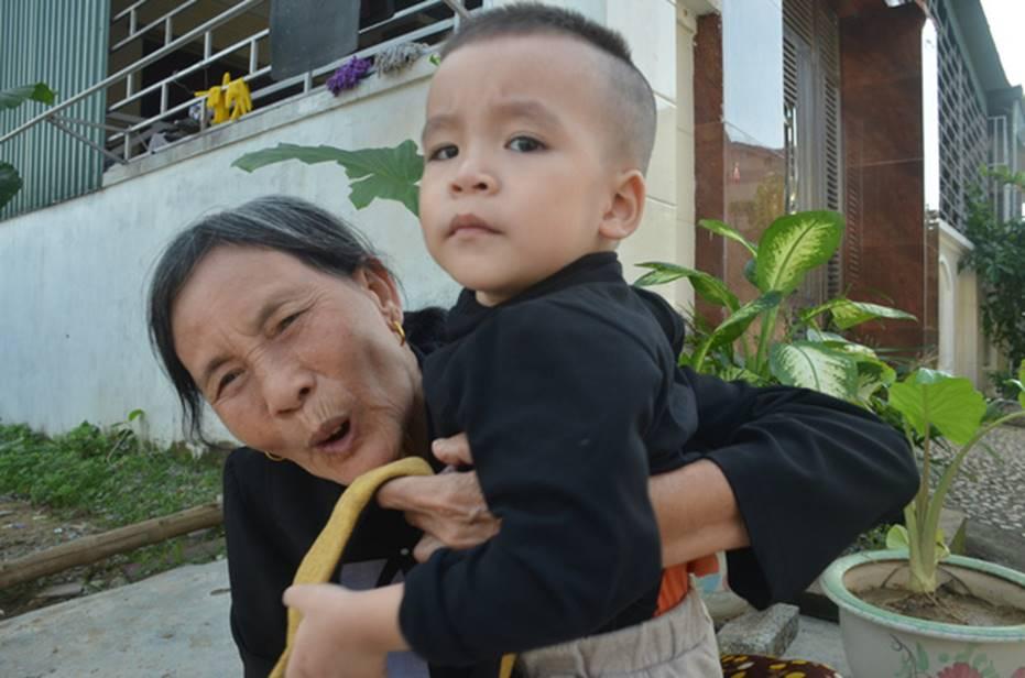 Đằng sau những căn nhà bạc tỷ ở làng xuất khẩu lao động Hà Tĩnh: Nước mắt, trốn chạy, và những phận người nằm lại nơi xứ xa-2