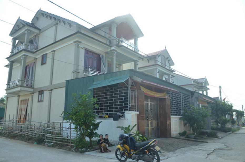 Đằng sau những căn nhà bạc tỷ ở làng xuất khẩu lao động Hà Tĩnh: Nước mắt, trốn chạy, và những phận người nằm lại nơi xứ xa-4