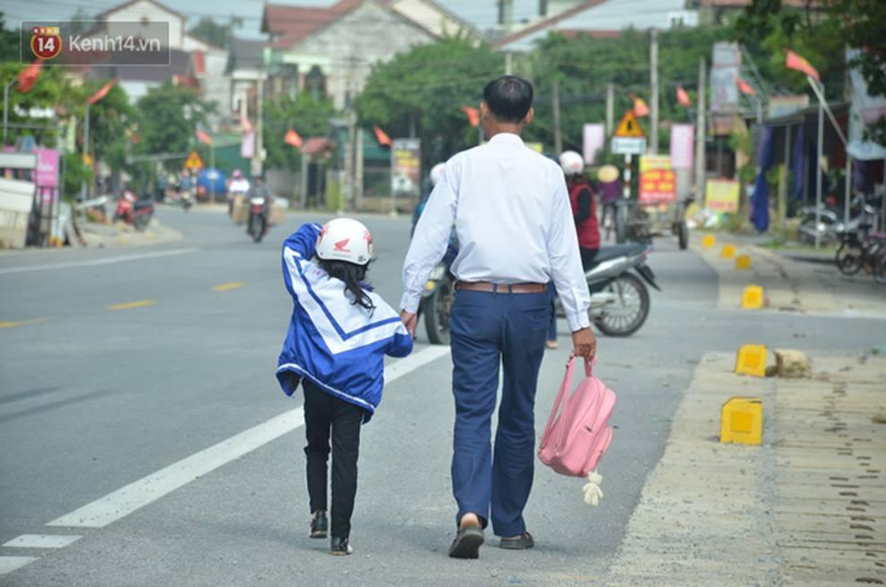 Đằng sau những căn nhà bạc tỷ ở làng xuất khẩu lao động Hà Tĩnh: Nước mắt, trốn chạy, và những phận người nằm lại nơi xứ xa-8