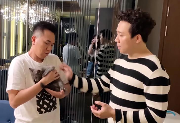 Chỉ qua một clip, vợ chồng Trấn Thành - Hari Won gây bất ngờ vì độ lật mặt đáng sợ với chính nhân vật được cặp đôi chăm sóc lâu nay-2