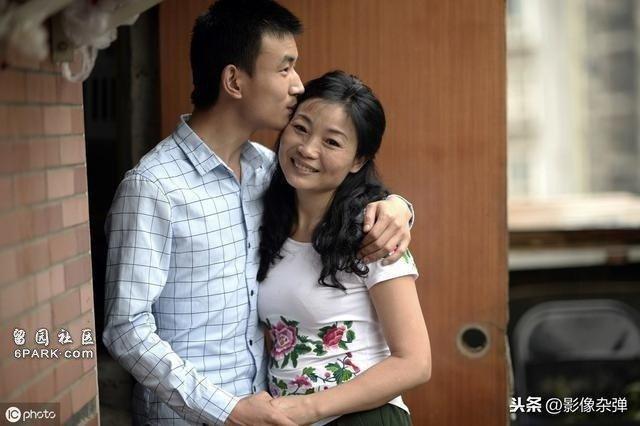 Cặp đôi đăng kí kết hôn bị từ chối gây phẫn nộ, vừa nhìn mọi người liền hiểu lý do-2
