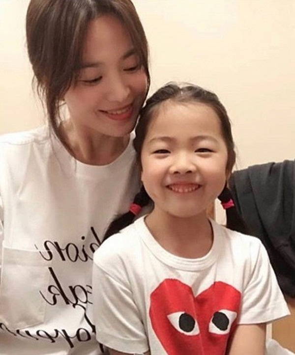 Bất ngờ đăng hình cũ vào lúc nửa đêm, Song Hye Kyo khiến fan lo lắng-3