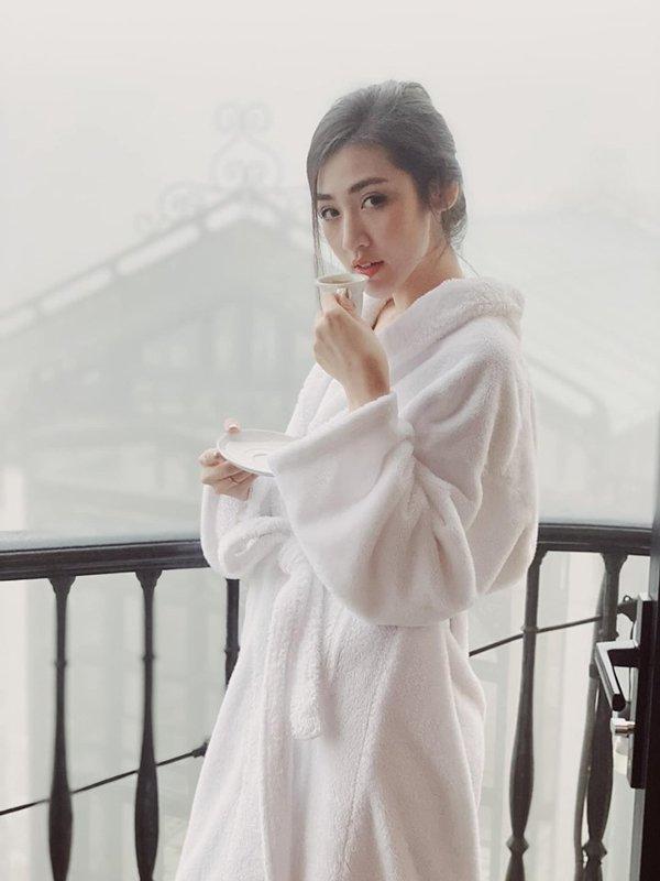 Chỉ diện áo choàng tắm, Phạm Hương, Hà Hồ, Tú Anh vẫn hớp hồn phái mạnh-12