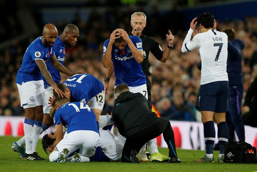 Son Heung-min bật khóc vì làm gãy cổ chân Andre Gomes-5