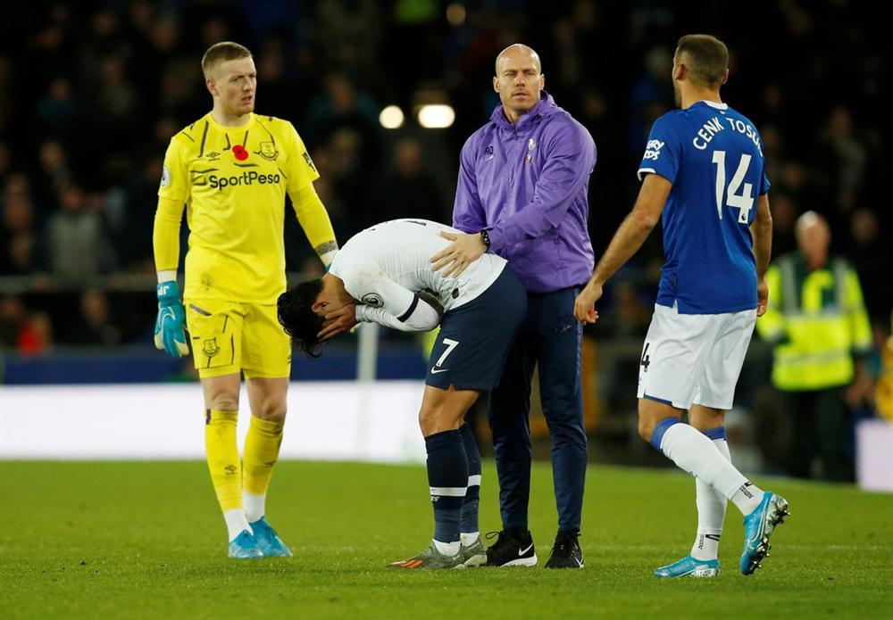Son Heung-min bật khóc vì làm gãy cổ chân Andre Gomes-8