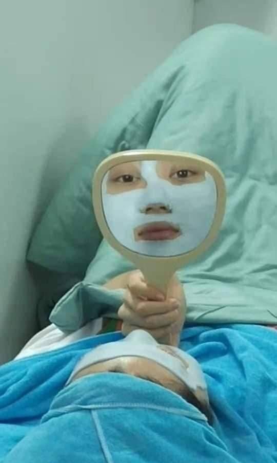Người phụ nữ nằm trên giường với khuôn mặt trắng bệch khiến ai nhìn cũng hú hồn kinh sợ, nhưng lý do phía sau mới thật bất ngờ-2