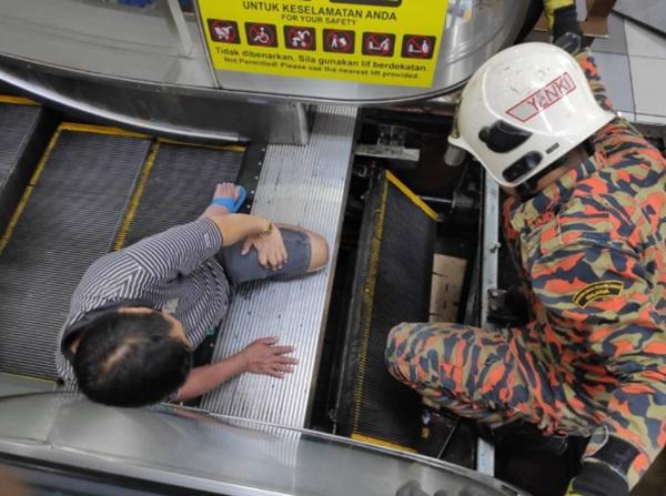 Mang dép lê đi siêu thị, người đàn ông 49 tuổi bị thang cuốn nuốt chửng chân phải-3