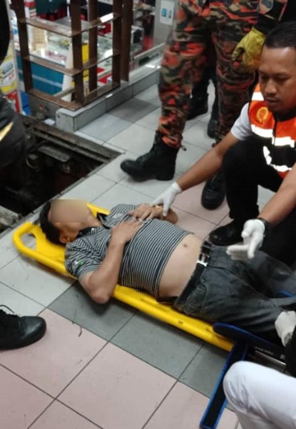 Mang dép lê đi siêu thị, người đàn ông 49 tuổi bị thang cuốn nuốt chửng chân phải-5