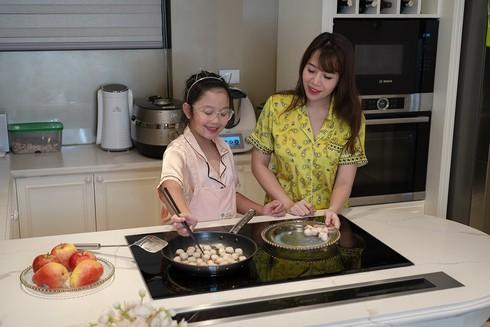 Căn hộ cao cấp, sang trọng của MC Diệp Chi và con gái nhỏ-7