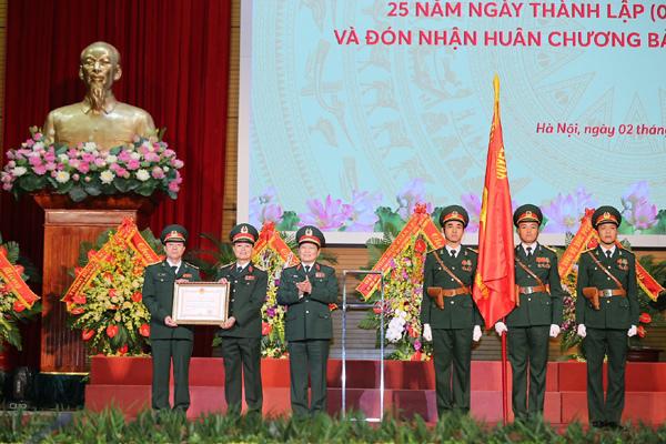 MB nhận Huân chương Bảo vệ Tổ quốc hạng Nhất-4