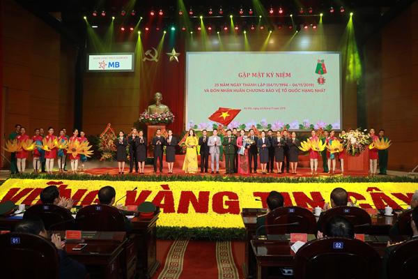 MB nhận Huân chương Bảo vệ Tổ quốc hạng Nhất-1