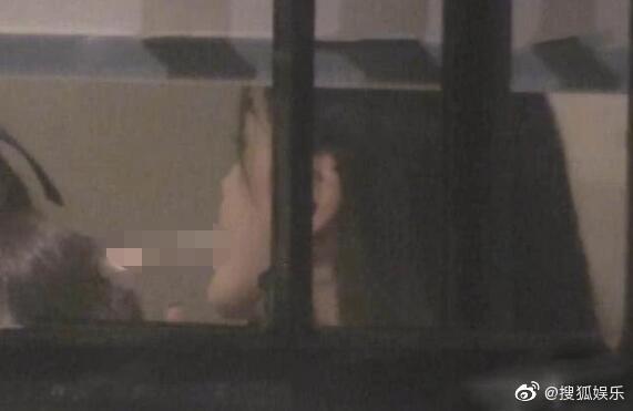 Giữa tin đồn ly hôn Huỳnh Hiểu Minh, Angelababy bị chỉ trích vì hành động sai trái kém văn minh-4