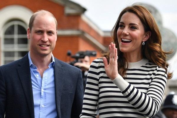 Hoàng tử William bị đào lại ảnh quá khứ nhạy cảm, thân mật cùng người phụ nữ khác khiến Công nương Kate nổi cơn ghen-2
