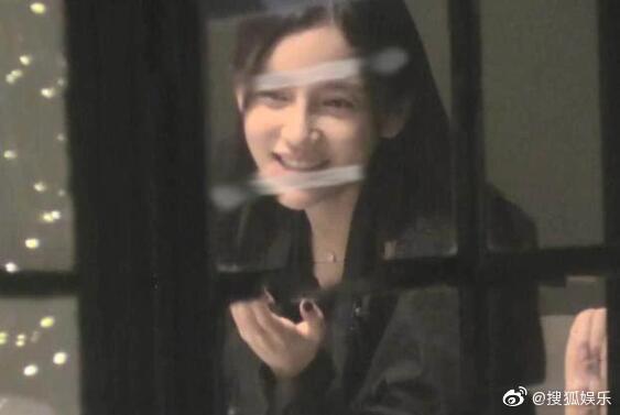 Giữa tin đồn ly hôn Huỳnh Hiểu Minh, Angelababy bị chỉ trích vì hành động sai trái kém văn minh-1