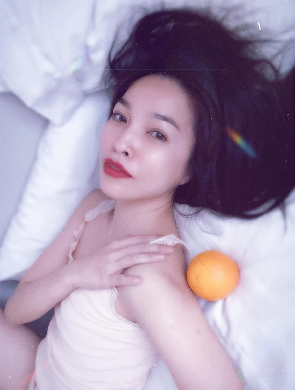 Hiền Thục lả lơi trên giường ngủ làm say mọi ánh nhìn-3